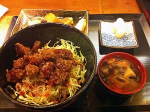 桜肉専門店「吉し多」桜ソースカツ丼定食
